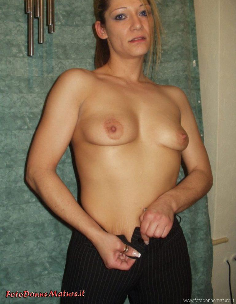 Silvana milf amatoriale gioca con la cam