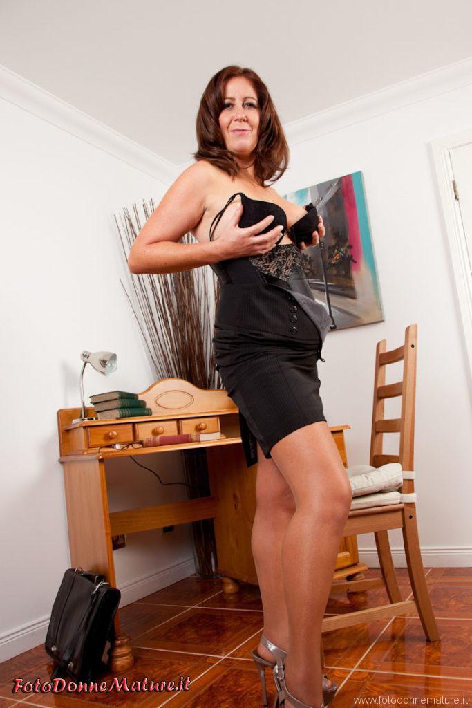 sexy segretaria matura tettone culo maturo fica depilata