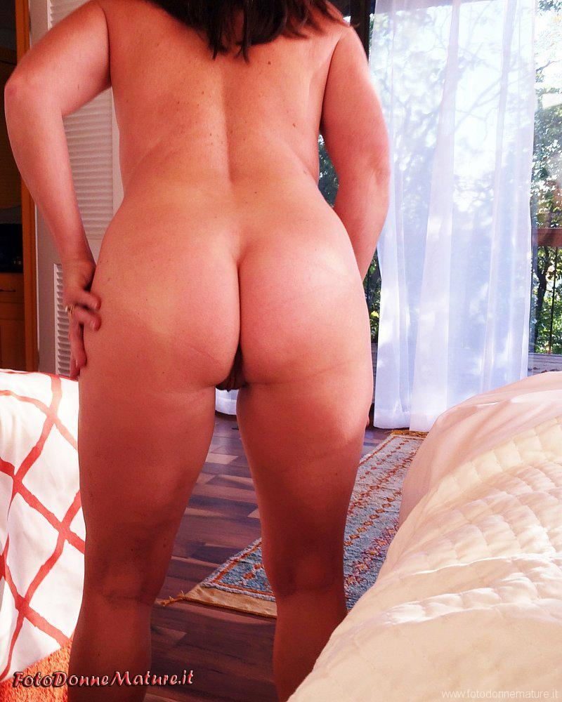 matura nuda mostra culo nudo