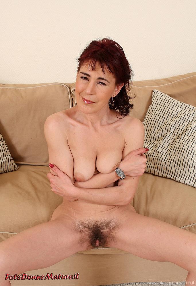 donna matura figa pelosa stringe tette