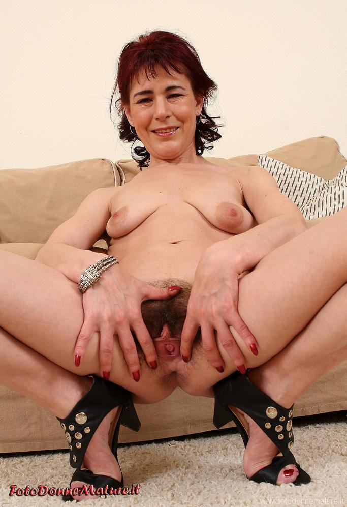 donna matura allarga figa pelosa