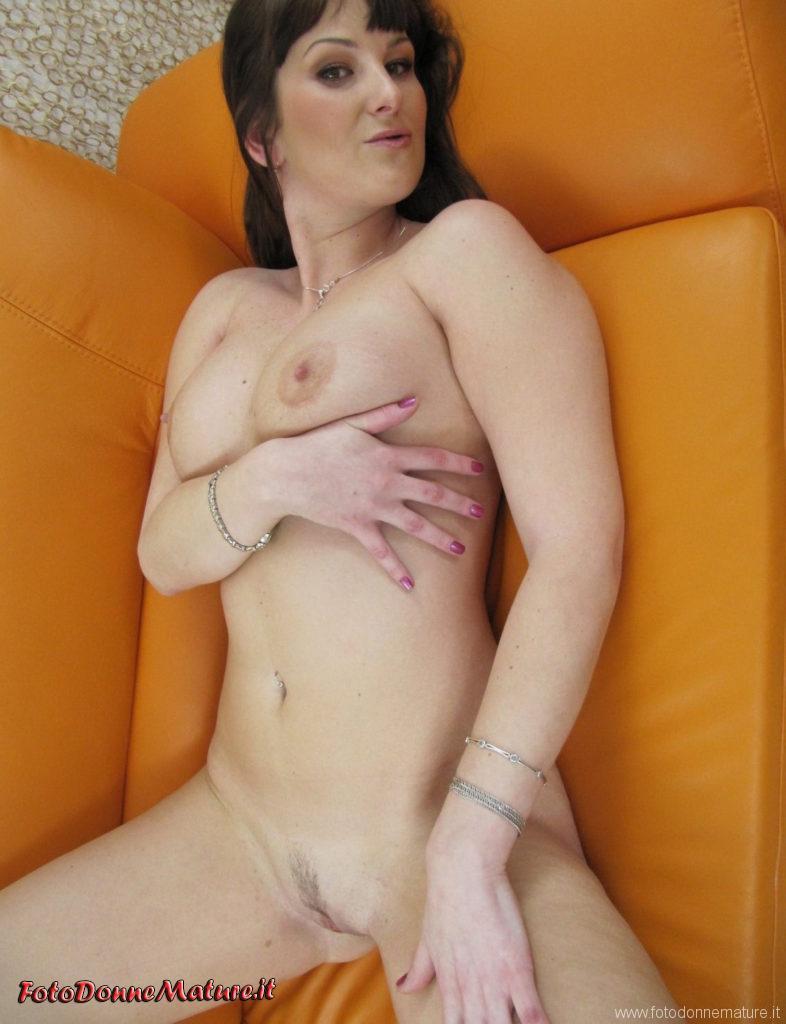Foto porno amatoriali milf tettona esibizionista #4