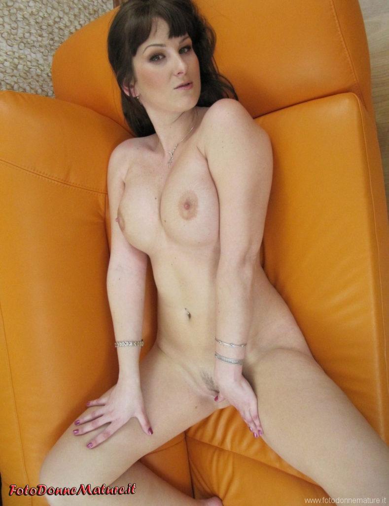 Foto porno amatoriali milf tettona esibizionista #8