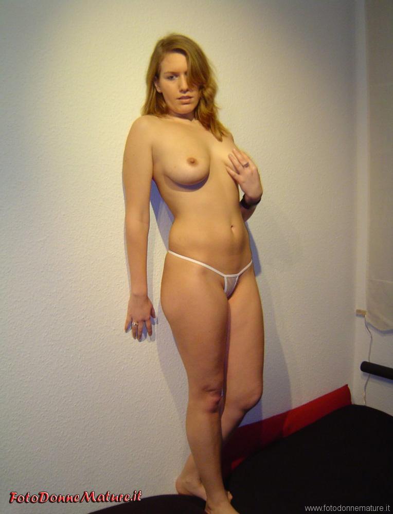 porno milf bionda tettona figa depilata (3)